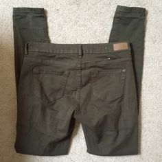 Garage Olive Jeggings Gorgeous olive green color pants. Garage calls them jeggings but they are more like thinner stretchy jeans than leggings. Size 5. Excellent condition. Garage Pants Skinny