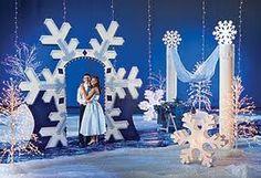 Love the giant snowflake doorway!