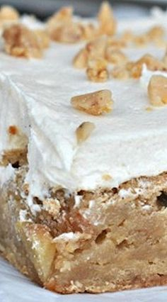 Apple Blondies with Caramel Buttercream - Shugary Sweets Cookie Desserts, Just Desserts, Cookie Recipes, Delicious Desserts, Dessert Recipes, Yummy Food, Cake Bars, Dessert Bars, Apple Blondies Recipe