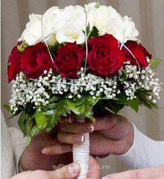 Buchet de mireasa cu trandafiri si gypsophila de la 123flori