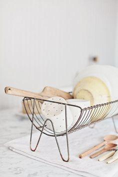 Cute little dish rack /