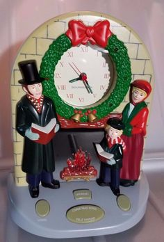 Vintage Soundesign Musical Christmas Carols Mantel Clock Lights Fireplace