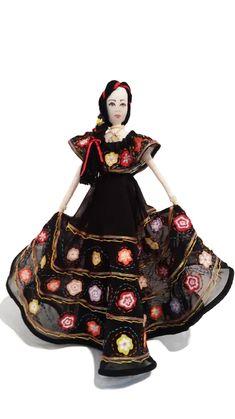 tilda vestida con traje típico de Chiapas México Perth, Brisbane, Cairns, Samurai, Disney Characters, Fictional Characters, Snow White, Disney Princess, Ethnic Dress