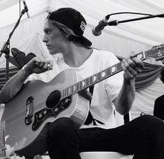 Jamie and his guitar <3