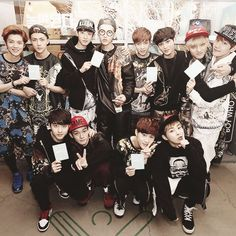 Find images and videos about kpop, exo and baekhyun on We Heart It - the app to get lost in what you love. Got7, Exo Group Photo, Exo 12, Chanyeol Baekhyun, Hunhan, Kim Minseok, Xiu Min, Kpop Exo, Exo Members