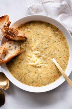 Dive in to a warm, creamy bowl of Lightened Up Broccoli Cheddar Soup for the ultimate comfort food — the healthy way! Healthy Dinner Options, Healthy Dinner Recipes, Whole Food Recipes, Vegetarian Recipes, Cheesy Broccoli Soup, Broccoli Cheddar, Bowl Of Soup, Soup And Salad, Veggie Noodle Soup