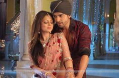 Drashti Dhami & Gurmeet Choudhary as Geet and Maan ~~ Geet Hui Sabse Parayi Best Movie Couples, Hot Couples, Star Citizen, Tv Actors, Actors & Actresses, Romantic Dialogues, Superstar, Gurmeet Choudhary, Whatsapp Profile Picture