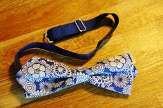 Linen Print Bowtie #design #bowties #helsinki #floral #linen #handmade #madetoorder Helsinki, Bows, Handmade, Accessories, Design, Fashion, Arches, Moda, Hand Made