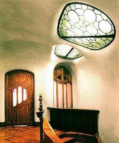 Casa Batllo / Vidrieras / Ventanas altas.