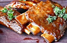Pork ribs are always one of the most successful dishes in every barbecue. We bring you the ultimate recipe to cook BBQ pork ribs in your oven Pesto, Sauce Teriyaki, Barbecue Pork Ribs, Barbecued Ribs, Barbecue Sauce, Spareribs, Slow Cooker Ribs, Pork Rib Recipes, Paleo Recipes