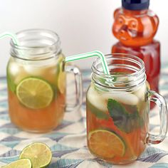 Pack a healthy picnic with this Jasmine Green Iced Tea Limeade. #healthyrecipes #picnicfood #everydayhealth | everydayhealth.com
