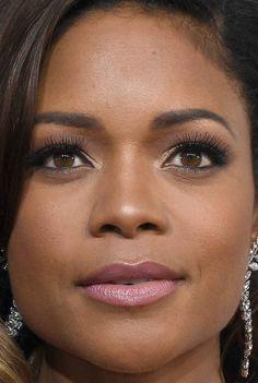 Close-up of Naomie Harris at the 2017 Golden Globe Awards.