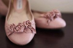 Lovely flat shoes for a slender and tall bride!!