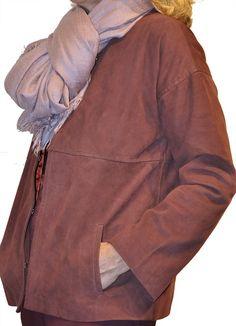 Colores cálidos en buena armonía: chaqueta de antelina + fulard. #BeigePretAPorter