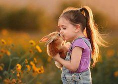 Xem ảnh trẻ em yêu thương chó, mèo, gà, thỏ...