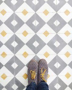 Ideas bathroom floor tile patterns kitchens for 2019 Kitchen Floor Tile Patterns, Patterned Kitchen Tiles, Bathroom Floor Tiles, Tile Floor, Kitchen Splashback Tiles, Kitchen Flooring, Catering Design, Unique Tile, Ceramic Mosaic Tile