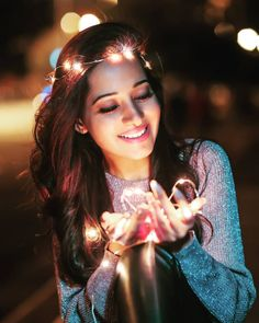 Major Photography Tips That Help You Succeed Fairy Light Photography, Cute Photography, Photography Women, Magical Photography, Photography Essentials, Night Photography, Wedding Photography, Street Photography, Creative Portrait Photography