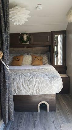 Ideas travel trailer remodel bedroom glamping for 2019 Camper Hacks, Camper Trailers, Camper Ideas, Rv Hacks, Rangement Caravaning, Travel Trailer Remodel, Travel Trailer Decor, Travel Trailers, Travel Trailer Living