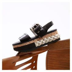 AGL - Attilio Giusti Leombruni Special braided detail and comfy platform make this sandal the perfect choice. Japanese Culture, Patent Leather, Oriental, Espadrilles, Platform, Comfy, Contemporary, Black And White, Sandals