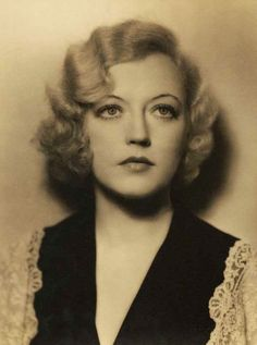 Marion Davies by Clarence Sinclair Bull Old Hollywood Movies, Vintage Hollywood, Golden Age Of Hollywood, Classic Hollywood, Hollywood Icons, Hollywood Glamour, Female Actresses, Classic Actresses, Marie Prevost