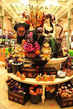 I love the Halloween Party Disney World Halloween, Disneyland Halloween, Spooky Halloween, Halloween Shops, Disneyland Paris, Halloween Night, Halloween Stuff, Halloween Party, Dark Disney