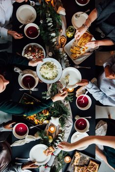 Simple, Essential Tips for Entertaining at Home - Simple Bites Holiday Dinner, Holiday Parties, Winter Sangria, Sangria Ingredients, Chili Bar, Food Meaning, Nye Party, Party Time, Eat Seasonal