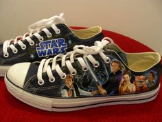 Converse / Star Wars = Best combination EVER! I want these so bad! Converse All Star, Cheap Converse, Converse Shoes, Converse Style, Converse High, Custom Converse, Converse Chuck, Star Wars Shoes, Star Shoes