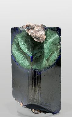 Azurite-Malachite, in its combined form, is a powerful conductor of energy with… Minerals And Gemstones, Rocks And Minerals, Rock Collection, Beautiful Rocks, Mineral Stone, Stones And Crystals, Gem Stones, Rocks And Gems, Heart Palpitations