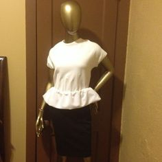marc by marc jacobs top marc by marc  jacobs white peplum top , underwire corset inserted on the waist front and back, silver exposed zippers, 51% cotton 49% nylon, can fit sizes 10-12, good condition no stains or holes, no trade or pp, please no low-ball offers Marc by Marc Jacobs Tops