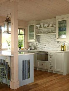LOVE the reclaimed wood accents! country kitchen lovely cottage kitchen by sarah richardson New Kitchen, Kitchen Dining, Cozy Kitchen, Kitchen Country, Kitchen Interior, Space Kitchen, Kitchen Small, Summer Kitchen, Vintage Kitchen