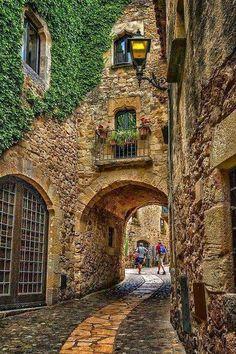 Pals,+Girona,+Espanha+-+TodoCantoDoMundo.jpg (426×640)