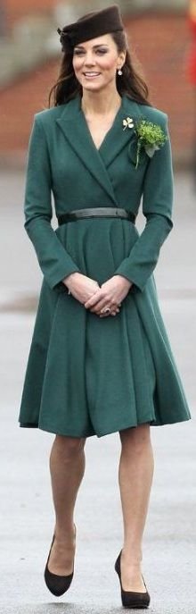 Catherine, Duchess of Cambridge's (AKA Kate Middleton) best outfits, dresses and fashion moments. Here are her top looks, and where to buy them. Kate Middleton Stil, Estilo Kate Middleton, Kate Middleton Photos, Kate Middleton Outfits, Lady Diana, Royal Fashion, Star Fashion, Princesa Real, The Duchess