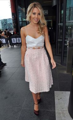 Mollie King, King Fashion, Everyday Fashion, Lace Skirt, King Style, Singer, Skirts, Model, Queen