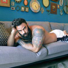 "Polubienia: 60, komentarze: 6 – Sweet Nothings (@sweetnothingsblog) na Instagramie: ""Just cos : RG : @sinfulmale 4:25 ⌛️ #beard #tattoo & #shit . . . #thirstythursdays #mancrush…"""