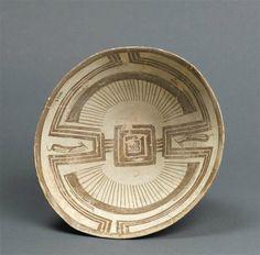 Coupe à décor géométrique, Vers 4800 av JC, Suse, Iran, céramique. H: 8,2 c m. D: 19 cm. Paris, musée du Louvre, SB3162. Photo © RMN-Grand Palais (musée du Louvre) / Franck Raux