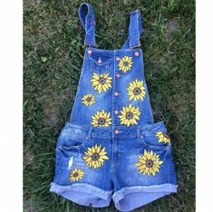New Ideas Embroidery Jeans Daisy Cute Overalls, Jean Overalls, Painted Jeans, Painted Clothes, Diy Clothing, Custom Clothes, Diy Fashion, Fashion Outfits, Denim Art
