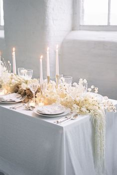 How Pearls and Dried Flowers are THE 2020 Wedding Trends - Reality Worlds Tactical Gear Dark Art Relationship Goals Wedding Table Flowers, Wedding Table Settings, Wedding Reception Decorations, Flower Bouquet Wedding, Floral Wedding, Wedding Dried Flowers, Neutral Wedding Decor, Modern Wedding Flowers, Wedding Flower Arrangements