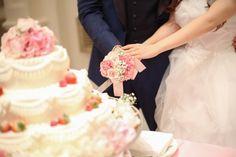ケーキ入刀だけじゃない!ウェディングケーキで行う『初めての共同作業』⑥種類♡にて紹介している画像