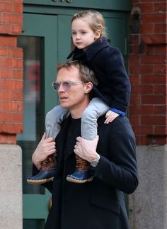 Paul Bettany Gives Agnes A Lift, read more at http://my-healthy-pregnancy.info/