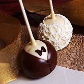 bride and groom cake pops. great for a bridal shower!