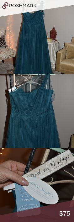 Alfred Angelo Vintage One Shoulder Gown Beautiful one shoulder Alfred Angelo Gown from the Vintage Collection. Gorgeous teal color, brand new, never worn with tags, never altered, Size 12, in perfect condition! Alfred Angelo Dresses Wedding