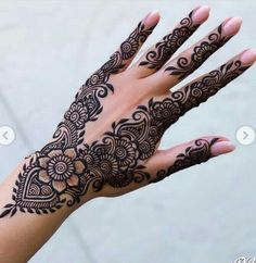 Searching for best mehndi or henna designs to copy right now? See here amazing designs of henna for beautiful hands in Searching for best mehndi or henna designs to copy right now? See here amazing designs of henna for beautiful hands in Indian Henna Designs, Stylish Mehndi Designs, Bridal Henna Designs, Mehndi Design Photos, Mehndi Designs For Fingers, Dulhan Mehndi Designs, Beautiful Mehndi Design, Latest Mehndi Designs, Henna Tattoo Designs