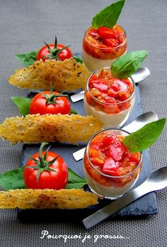 Verrines de panna cotta au parmesan, tomates-poivrons et tuiles poivrées - Expolore the best and the special ideas about Wine Tapas, Panna Cotta, Wine Recipes, Cooking Recipes, Fingerfood Party, Vegetarian Recipes, Healthy Recipes, Salty Foods, Food Decoration