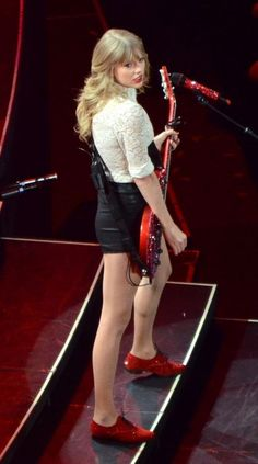 RED TOUR • @thegirlwhocruisestoomuch Taylor Swift Red Tour, Red Taylor, Taylor Alison Swift, Loving Him Was Red, Taylor Swift Pictures, Role Models, My Girl, Singer, Music Industry