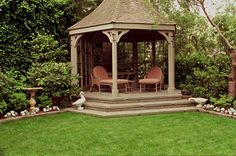 If+your+gazebo+is+on+the+edge+of+your+property+or+bordering+the+woods,+you+may+want+to+close+off+some+sides+of+the+structure.+This+can+make+your+gazebo+more+private+and+cozy.