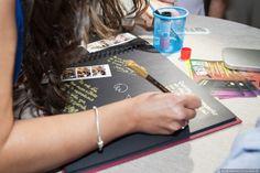En el libro de firmas del fotomatón llevarás las fotografías que hemos realizado y las dedicatorias de tus invitados.  #Fotomatón para todo tipo de eventos #bodas #comuniones #cumpleaños #fiestas . #fotomatonboda #alquilerfotomaton Cinnamon Sticks, Madrid, Signature Book, Invitations, Fiestas