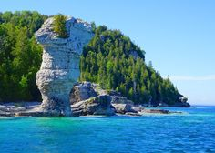 Ontario residents (and tourists too) can find a multitude of natural wonders within driving distance. Whether your getaway is for a few days or just a few hours, scenic adventures await at each of these natural wonders. Weekend Trips, Day Trips, Camping Au Quebec, Places To Travel, Places To See, Audley Travel, Ontario Travel, Canadian Travel, Roadtrip