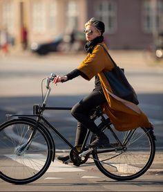 Copenhagen Bikehaven by Mellbin - Bike Cycle Bicycle - 2014 - 0430 - Women's style: Patterns of sustainability Bicycle Women, Road Bike Women, Bicycle Girl, Cycle Chic, Dame Chic, Urban Cycling, Bike Shoes, Bike Pants, Cool Bike Accessories