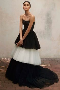 Carolina Herrera Resort 2018 Fashion Show Be featured in Model Citizen App, Magazine and Blog. www.modelcitizenapp.com