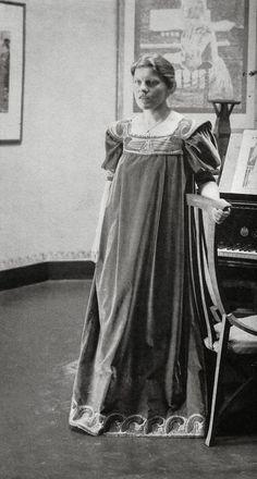 Henry van de Velde dress with Art Nouveau motif, 1900 via A Polar Bear's Tale: More Women in Reform dresses...